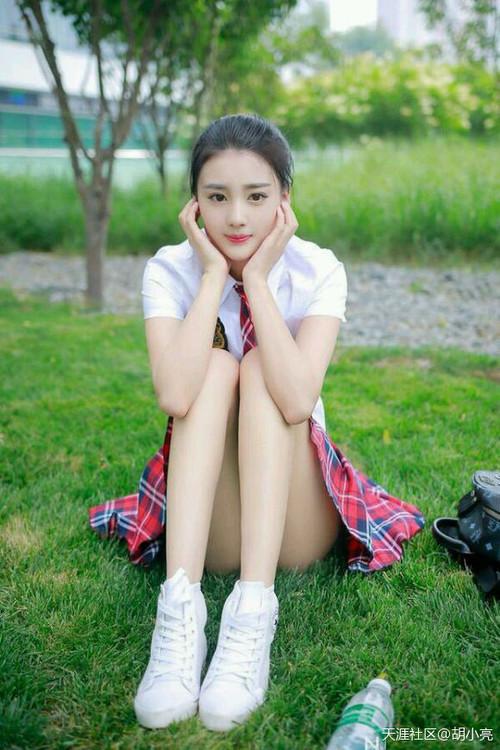 天行九歌三个亲了韩非的女神,韩非拒绝潮女妖的,很喜欢焰灵姬的